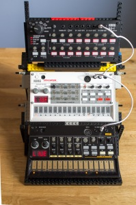 LEGO-Volca-Stand-3
