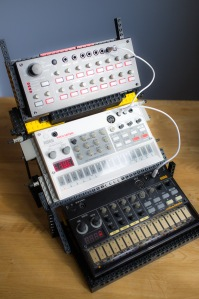 LEGO-Volca-Stand-5