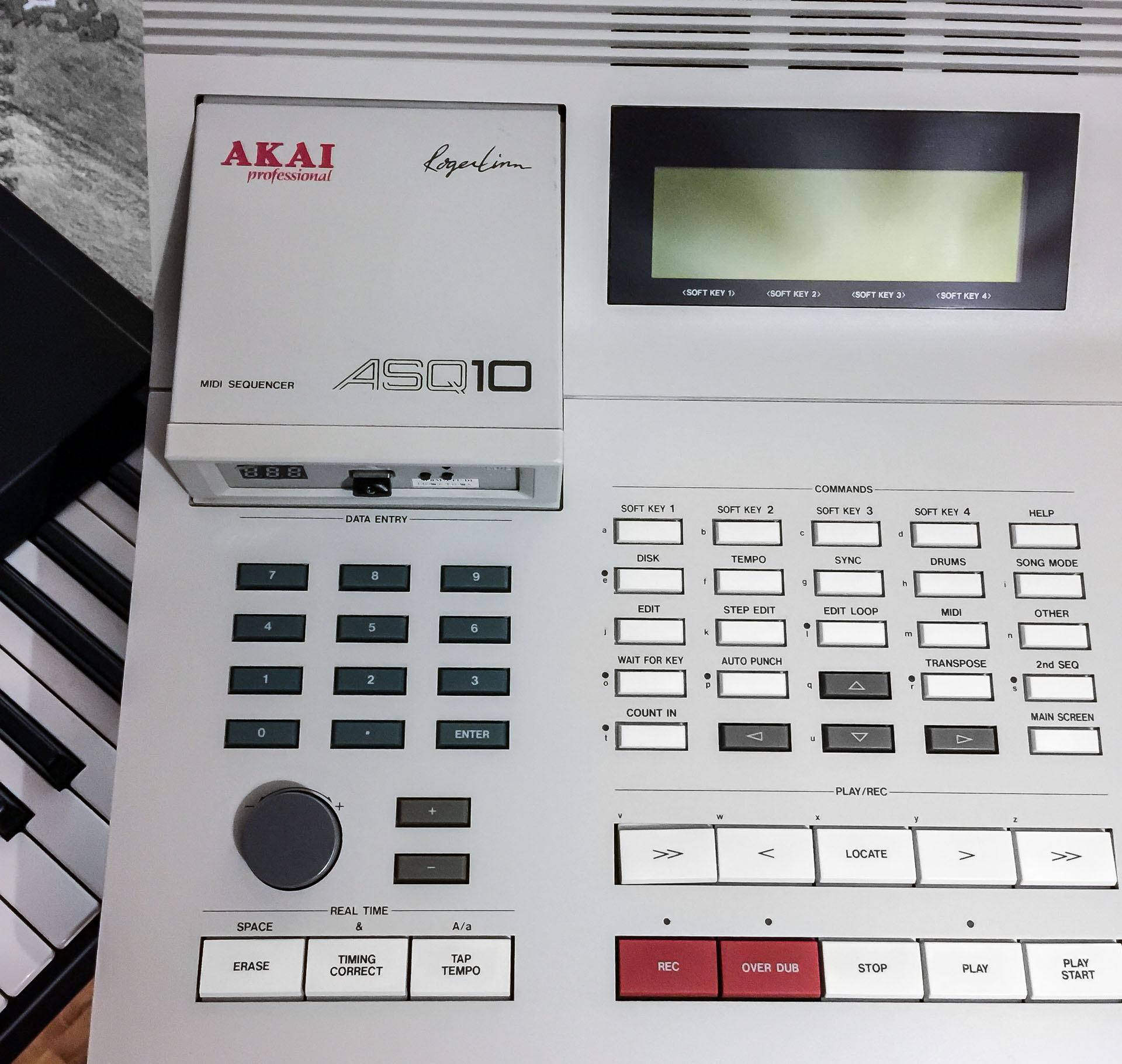 Akai ASQ-10 – the pad-less MPC – The Introvert